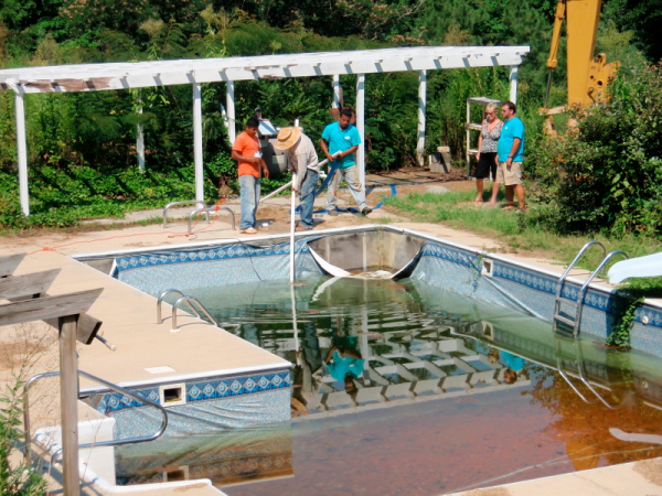 Buyer beware cheap price pool dealers for Swimming pool dealers